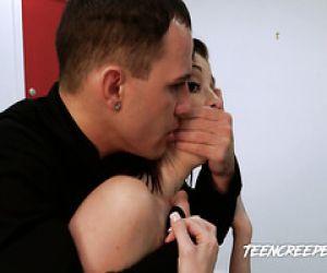 Niedlich Mädchen Ginta gefickt nach einer massage