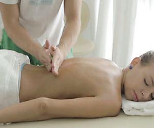 Erotische Massage und sanfter Muschifick für elegante Carre