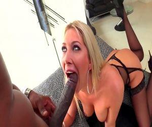 Interracial anal hardcore auf der couch mit Lexi Lowe