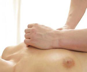Das zarte russische Luder Carol Miller wird nach einer Massagetherapie gefickt